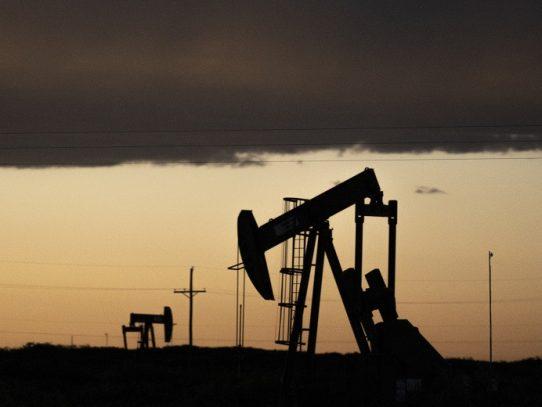 El petróleo en un máximo en dos meses tras baja de stocks en EE.UU.