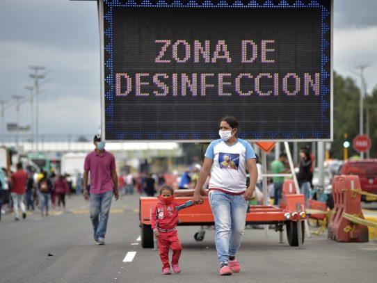 """Maduro extiende por 30 días más """"estado de alarma"""" que avala cuarentena en Venezuela"""