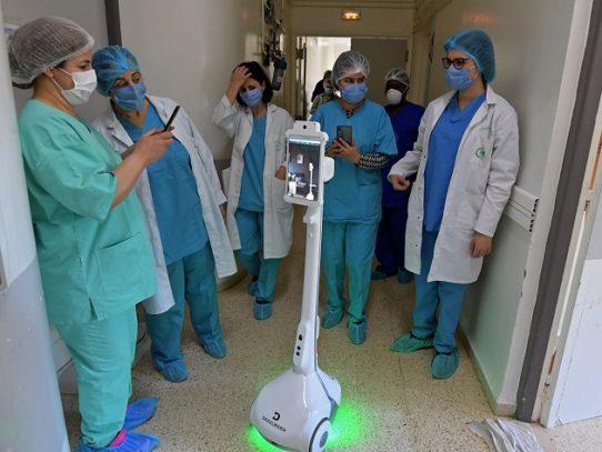En Túnez, un robot para ayudar al personal sanitario frente al coronavirus