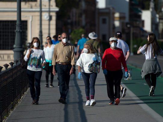 Españoles salen a pasear y una parte del mundo inicia desconfinamiento