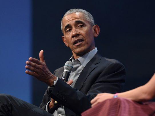 """Gestión del virus por Trump es """"un desastre caótico absoluto"""", dice Obama"""