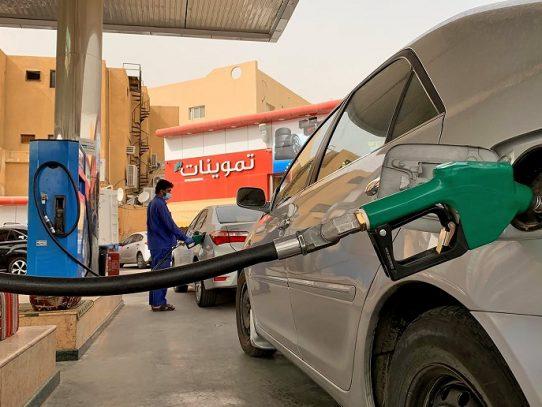 El petróleo baja a pesar de anuncio de nuevos recortes de producción