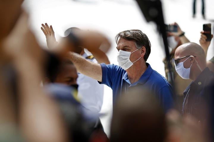 "Bolsonaro amenaza con sacar a Brasil de la OMS por ""sesgo ideológico"""