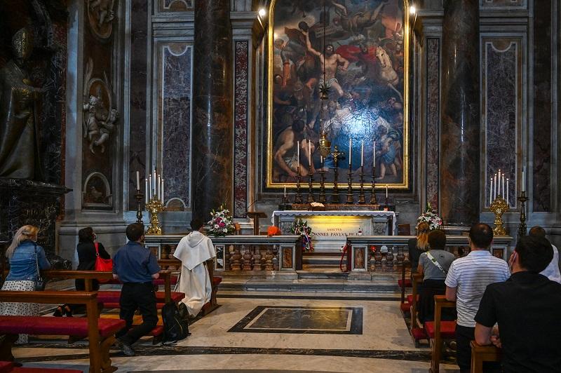 La basílica de San Pedro reabre, en una Italia que avanza en su desconfinamiento