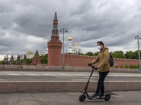 """Rusia consigue """"detener el crecimiento"""" de nuevos contagios de covid-19"""