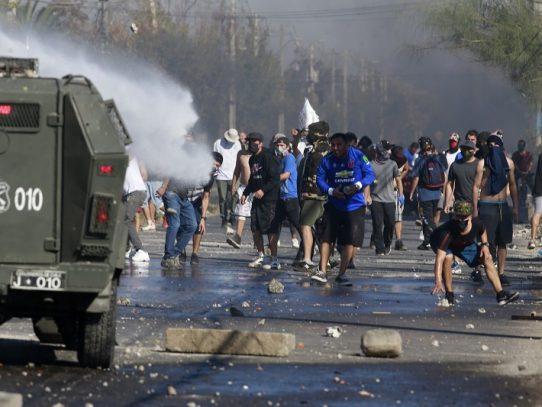 Disturbios y enfrentamientos en zonas vulnerables de Santiago empobrecidas por la cuarentena