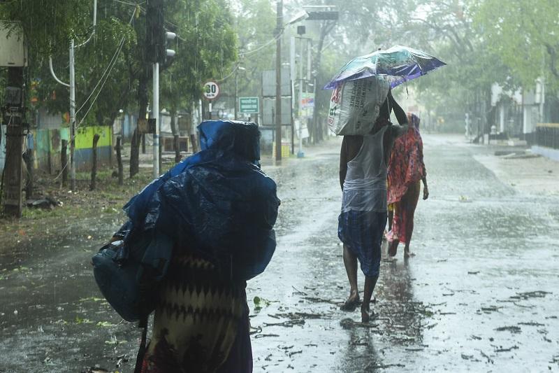 El potente ciclón Amphan toca tierra y golpea India y Bangladés