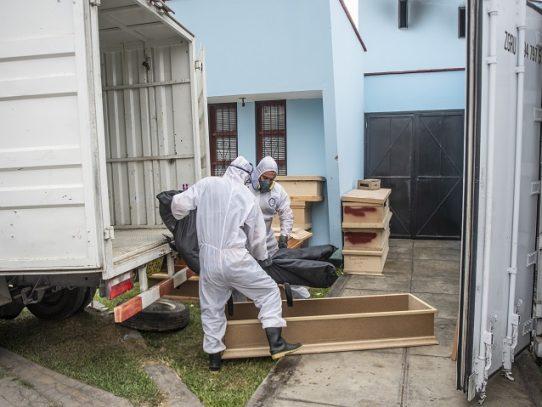 """Perú bordea los 124.000 casos de coronavirus y llega a """"meseta"""" en contagios"""