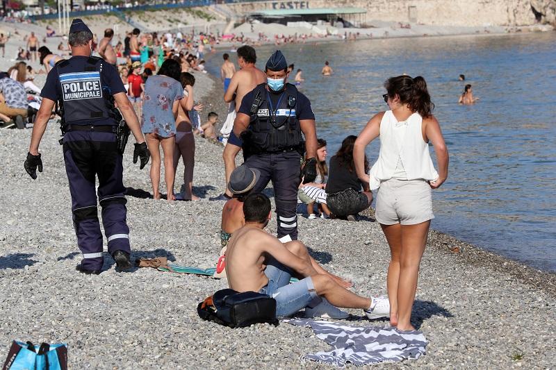 Mascarilla obligatoria desde el lunes en Francia en lugares públicos cerrados