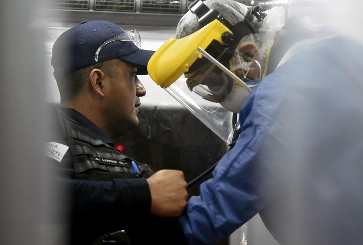 Paramédicos mexicanos, una carrera en ambulancia contra la muerte