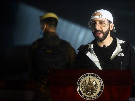 Presidente salvadoreño denuncia campaña para reabrir negocios en medio de la pandemia