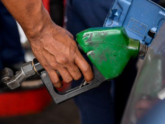 """Contrabando de gasolina desde Colombia, una """"salvación"""" en región petrolera de Venezuela"""