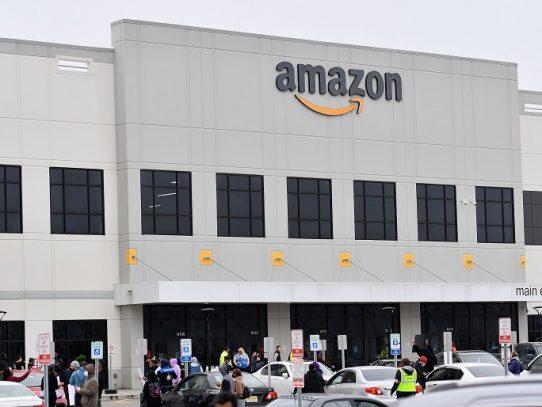 Empleados demandan a Amazon en Nueva York por exponerlos al coronavirus