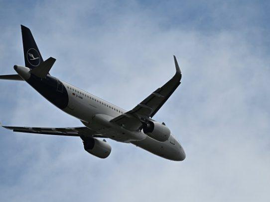 Compañías aéreas vuelven a volar en medio de la improvisación