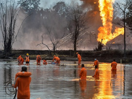 Unas 7.000 personas evacuadas cerca de pozo de petróleo en llamas en India