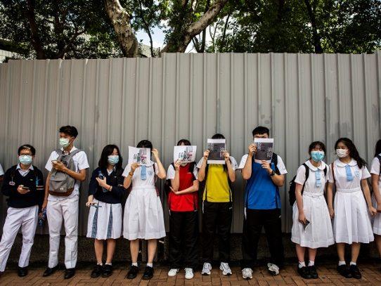 Hong Kong cierra de nuevo las escuelas por repunte de contagios locales de coronavirus