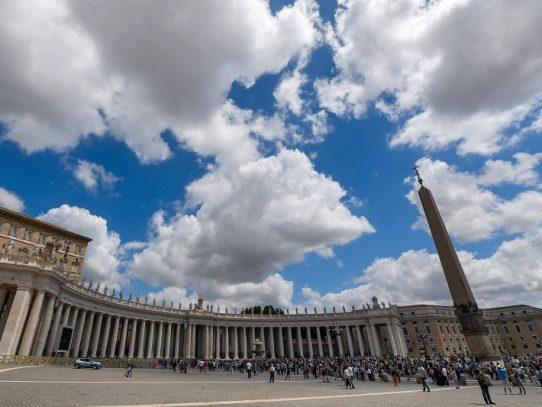 Vaticano confirma renovación de acuerdo histórico con China