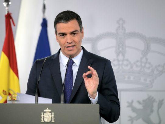 """España se dispone a reabrir fronteras pero sigue siendo """"vulnerable"""", dice Sánchez"""