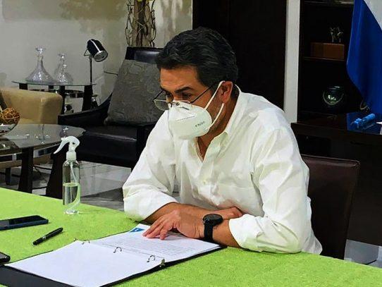 Hospitalizan al presidente hondureño, contagiado de covid-19, con neumonía