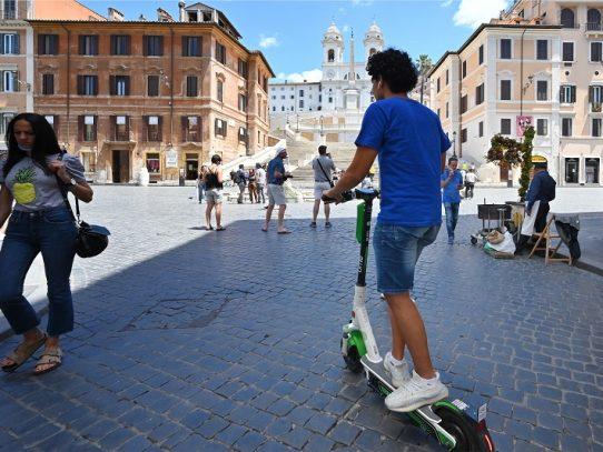 Las patinetas eléctricas invaden el centro de Roma