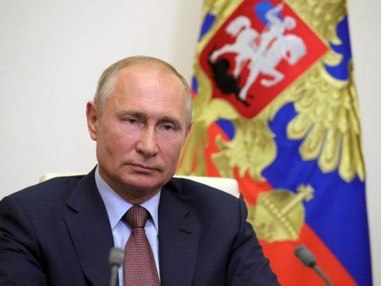 """Putin y Erdogan piden """"esfuerzos conjuntos"""" para paz en Karabaj"""