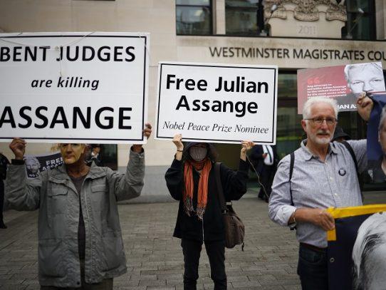 """Más de 40 organizaciones piden liberación """"inmediata"""" de Assange"""