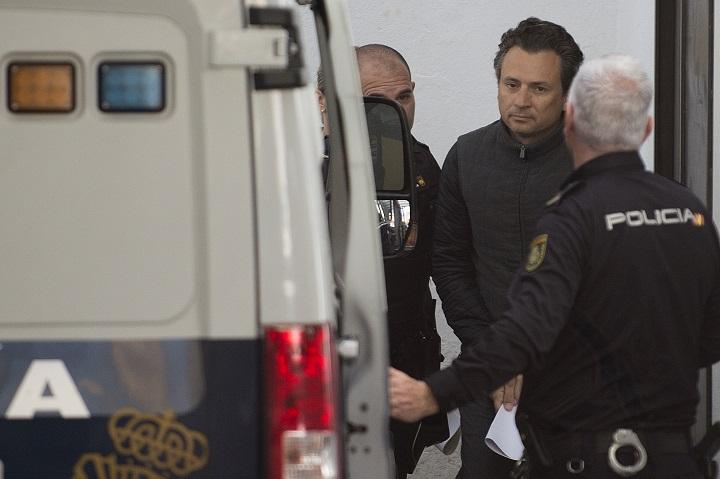 Exjefe de Pemex vinculado a Odebrecht llega a México extraditado desde España