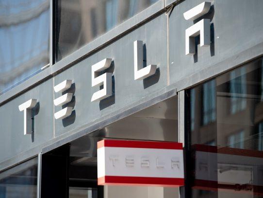 Tesla se convierte en la empresa más valiosa en bolsa del sector automotor