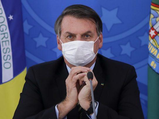 Mientras disminuye la crisis del COVID-19 en Brasil, Bolsonaro obtiene un repunte de popularidad