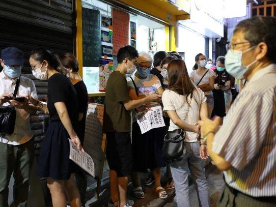 Partidos prodemocracia de Hong Kong celebran primarias pese a avisos sobre ley de seguridad