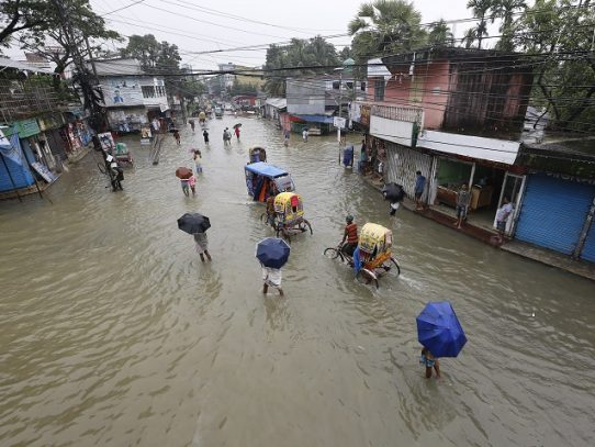 Millones de personas afectadas por inundaciones en el sur de Asia