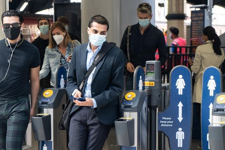El Reino Unido refuerza sus ayudas al empleo frente al coronavirus