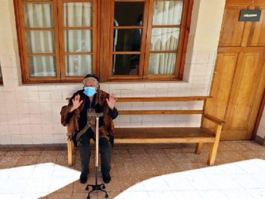 Bolivia adelanta aguinaldo de Navidad a adultos mayores por coronavirus