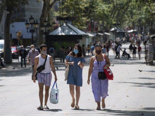 Nuevas restricciones, miedo a nueva ola y negociaciones pospandemia en Europa