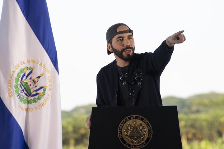"""Bukele destaca reducción """"drástica"""" de homicidios en El Salvador"""