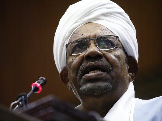 La pena de muerte pende sobre expresidente sudanés Bashir juzgado por golpe de Estado