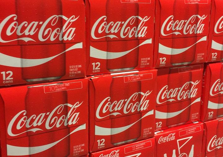 La pandemia hizo caer ventas de Coca-Cola fuera de hogares