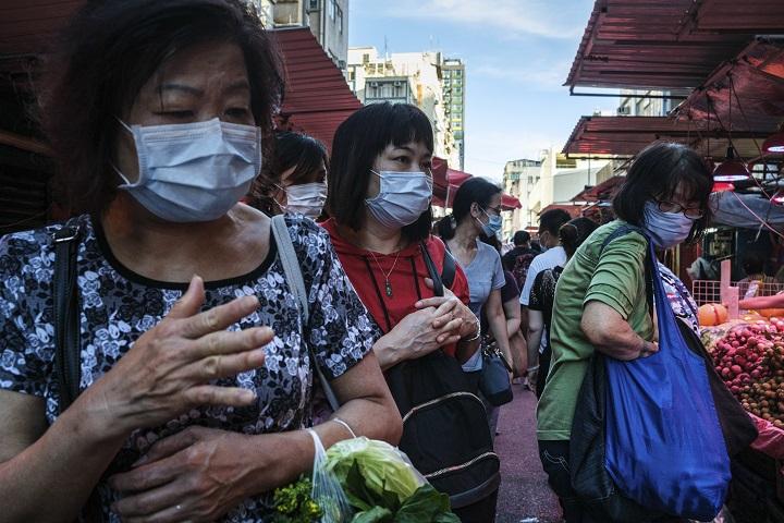 Hong Kong decreta obligatorio el uso de mascarilla en público