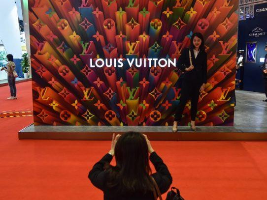 La moda vuelve a lo real con un desfile de Louis Vuitton en Shanghái