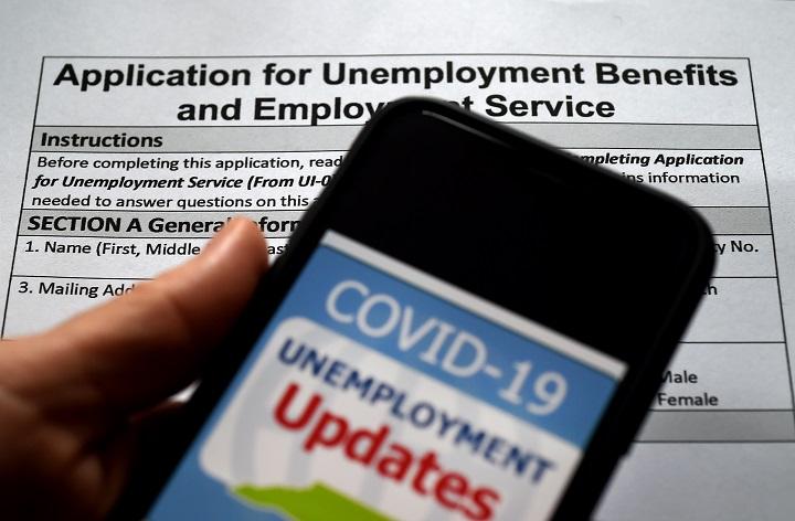 Siguen despidos en EE.UU. y nuevas solicitudes de ayuda por desempleo suben a 1,43 millones