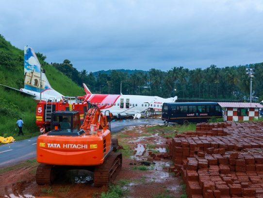 Encuentran las cajas negras del avión accidentado en India