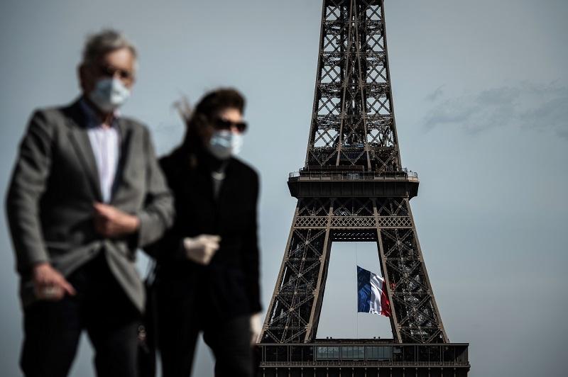 """Francia redobla medidas ante el virus que vuelve a """"ganar terreno"""""""