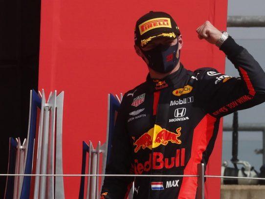 Verstappen logra la pole en GP de Estiria y aprieta a Hamilton