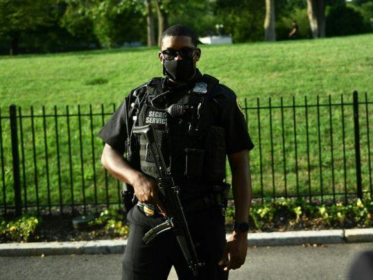 """Trump dice que el Servicio Secreto le disparó a alguien """"en el exterior de la Casa Blanca"""""""