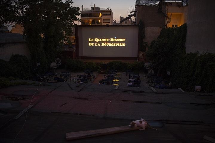 Los cines al aire libre de Atenas, faltos de aliento