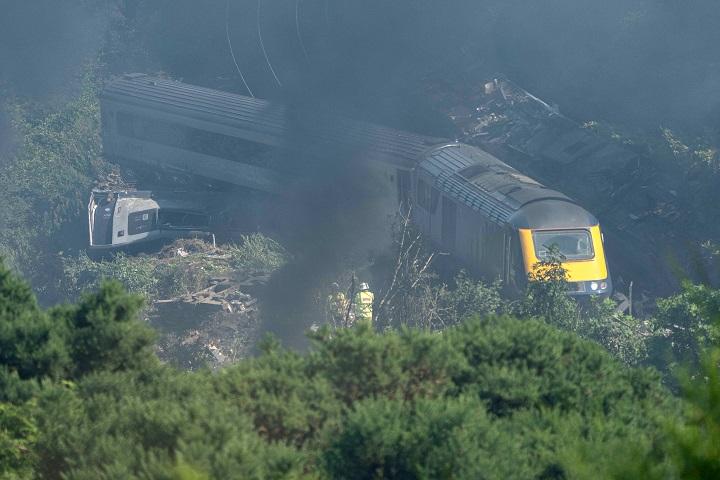 Investigadores buscan las causas del accidente de tren en Escocia