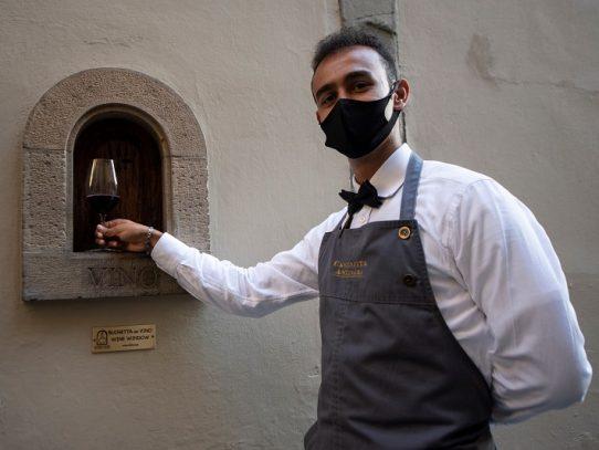 """Florencia en la época de los Medici inventó la venta de vino """"sin contacto"""""""