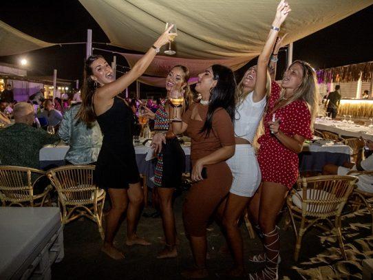 Italia cierra discotecas e impone uso de mascarilla por la noche en lugares públicos