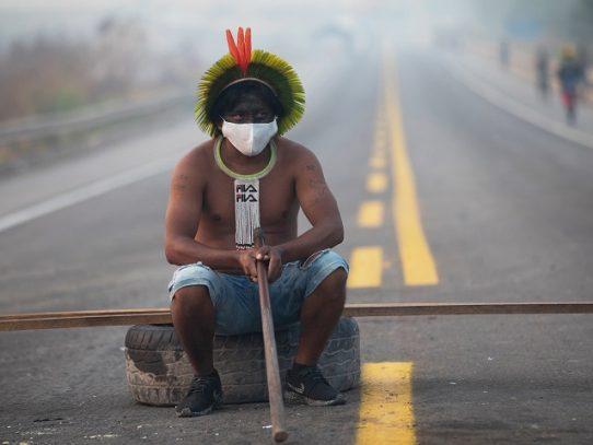 Indígenas de Brasil mantienen corte de ruta amazónica pese a orden judicial