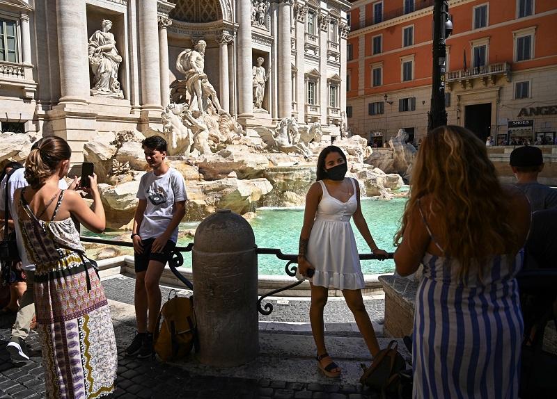 En Italia, el coronavirus viaja con los veraneantes